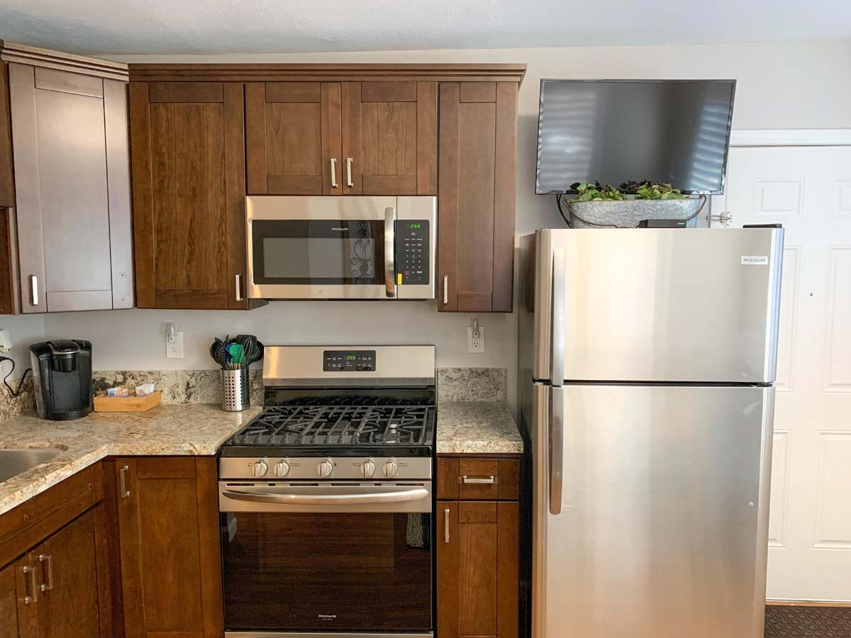 24-Sm-Kitchen-stove-fridge-TV